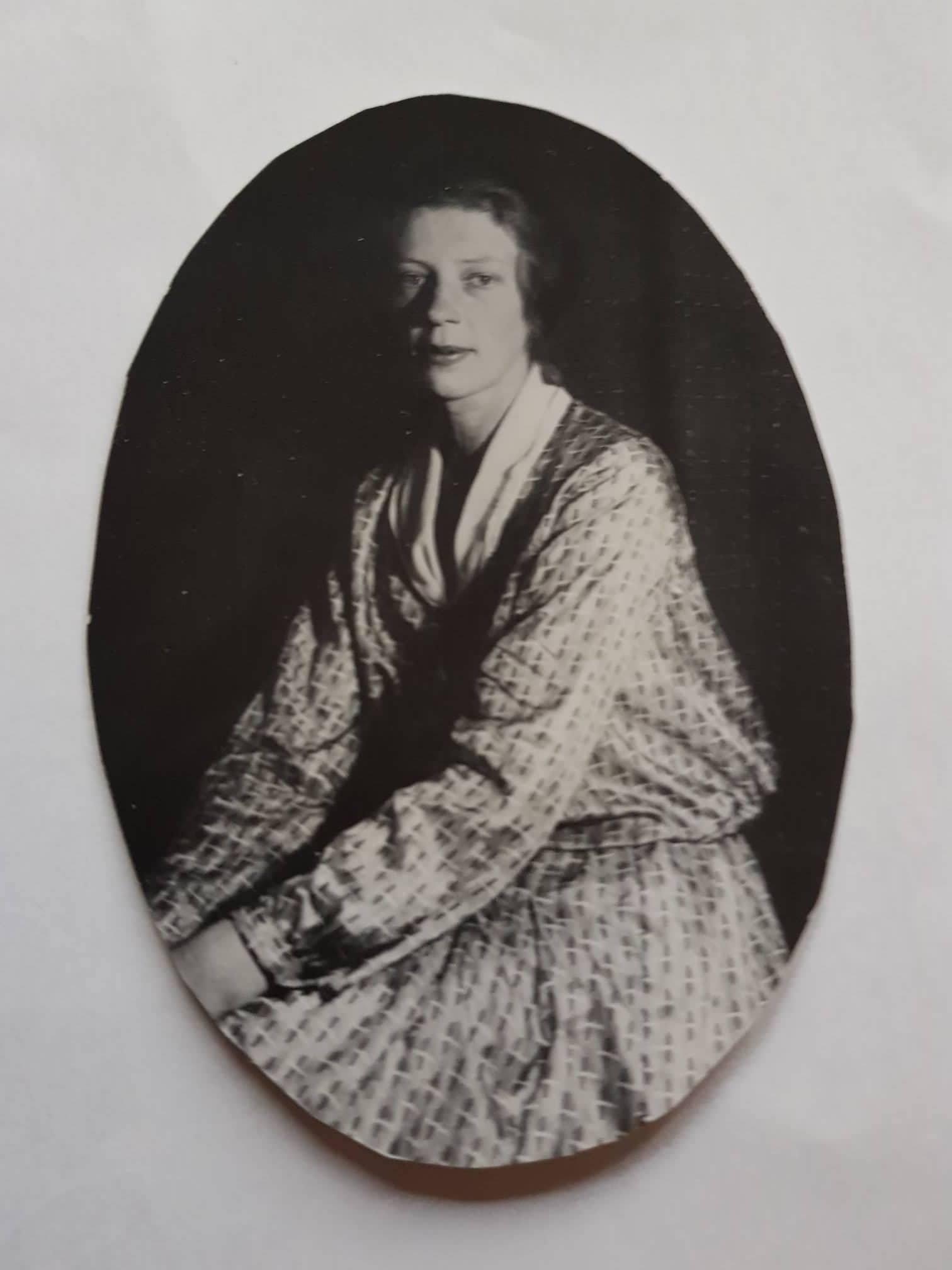 Hela Katterfeld, Geborene Baronesse Düsterloh *11.11 1900,+18.11.1964