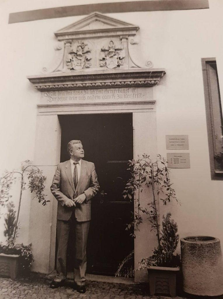 """'WOSCHI"""" Kentmann Familienverbands-Vorsitzender Vor dem Kentmannhaus in Torgau Schlloss Straße 25"""