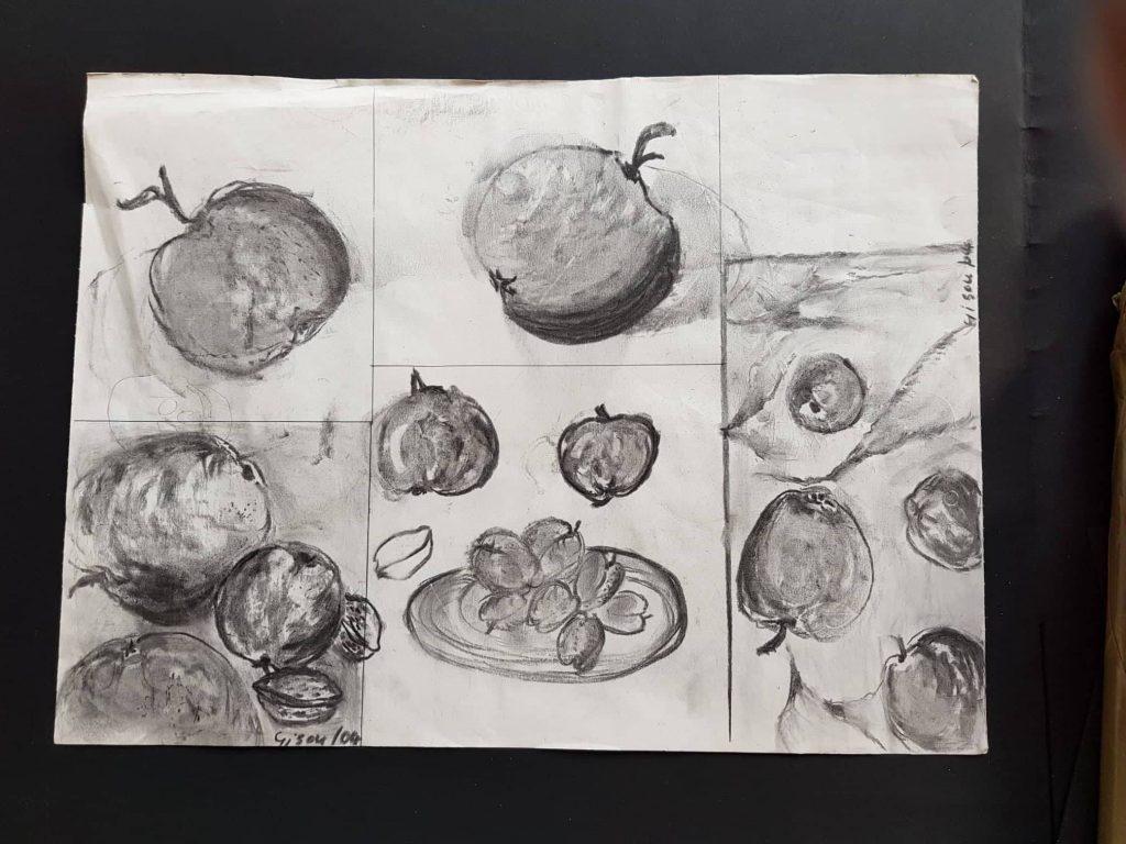 Titel Stilleben mit Äpfeln Technik: Kohlezeichnung von Gisela Kentmann